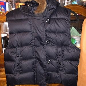 Sleeveless zip up and button up vest with hood